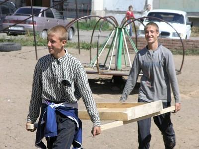 Работа молодежи на стройке