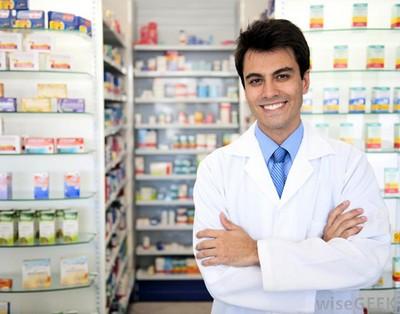 Персонал в ново открытой аптеке