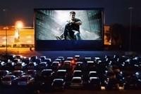 Открытый кинотеатр с  возможностью показа фильмов водителям прямо из машины