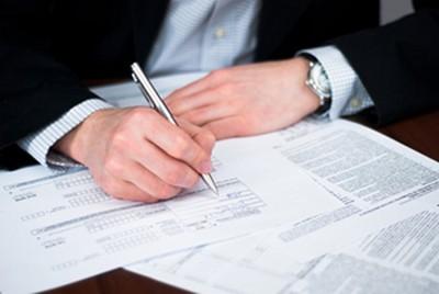 Сдача документов и заполнение заявления, чтобы ликвидировать бизнес