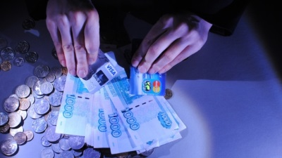 Экономия средств за счет выплаты зарплаты через карты